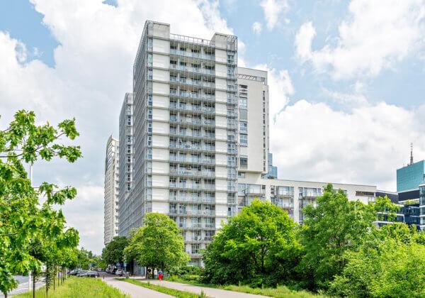 Wysokościowiec M2 został zrealizowany przez spółkę Citybud. 270 mieszkań, lokale użytkowe i dwupoziomowy garaż podziemny zostały oddane do użytkowania.