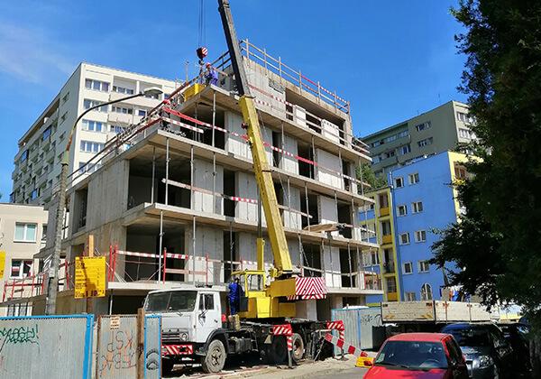 Konstrukcja budynku została zakończona. W najbliższym czasie kładziemy tynki.
